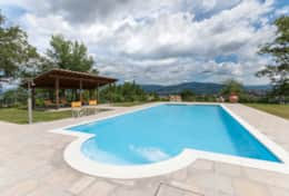 Holiday-in-Tuscany-Poppi-Villa-Borgo-Bibbiena (3)