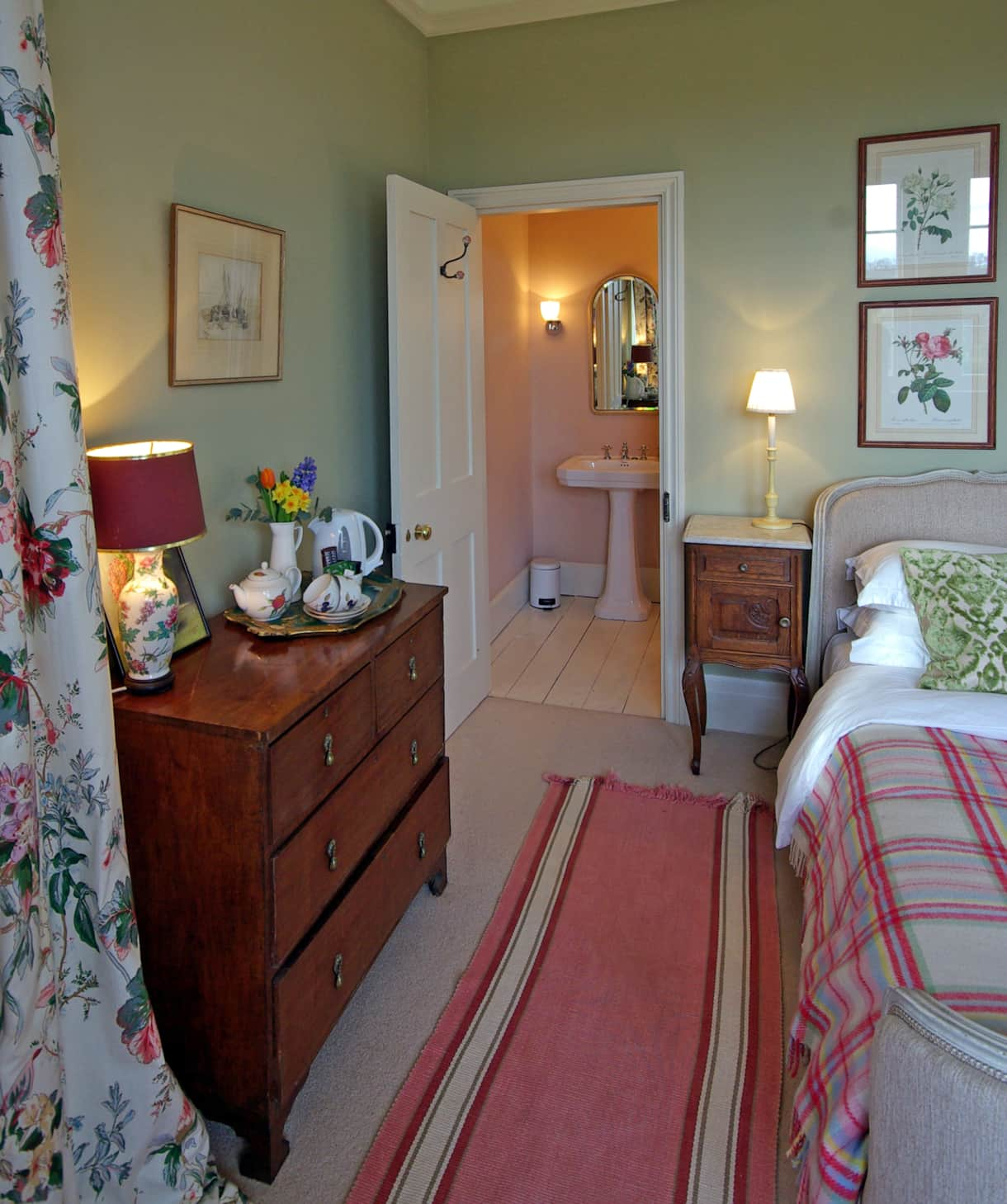 Pigeon House B&B Green Room