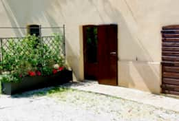 Montone Rental, apartment 1 Edera, side entrance