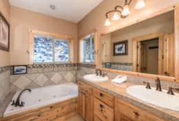 Master Bathroom & Jacuzzi Tub