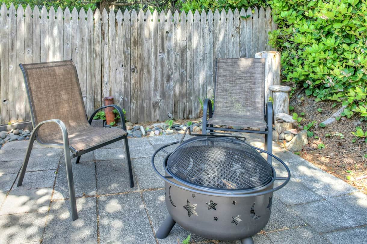 patio w/ grill & -firepit