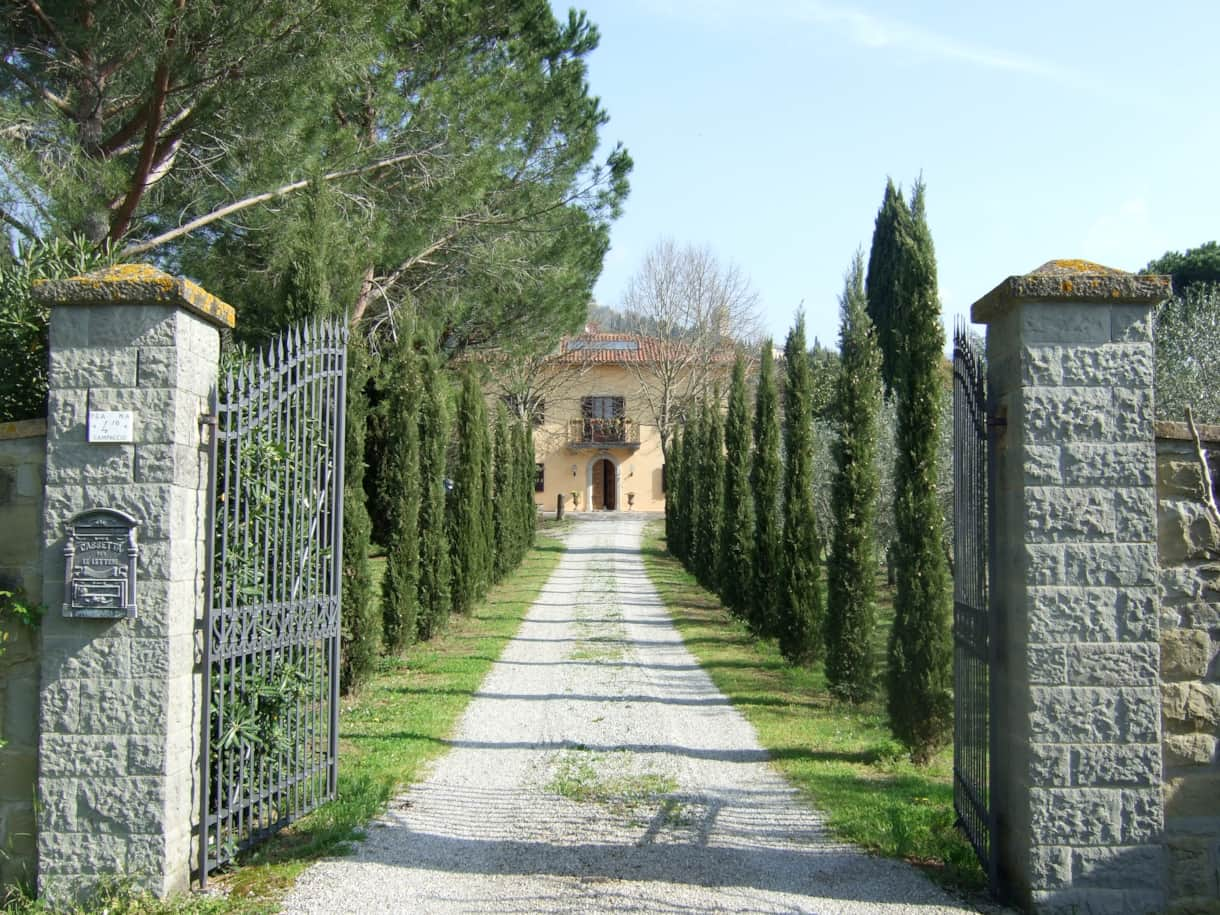 The drive up to this classic Tuscan villa very near to Cortona and an easy drive to much of Umbria.