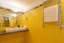 14-campo-marzio-bathroom-with-shower