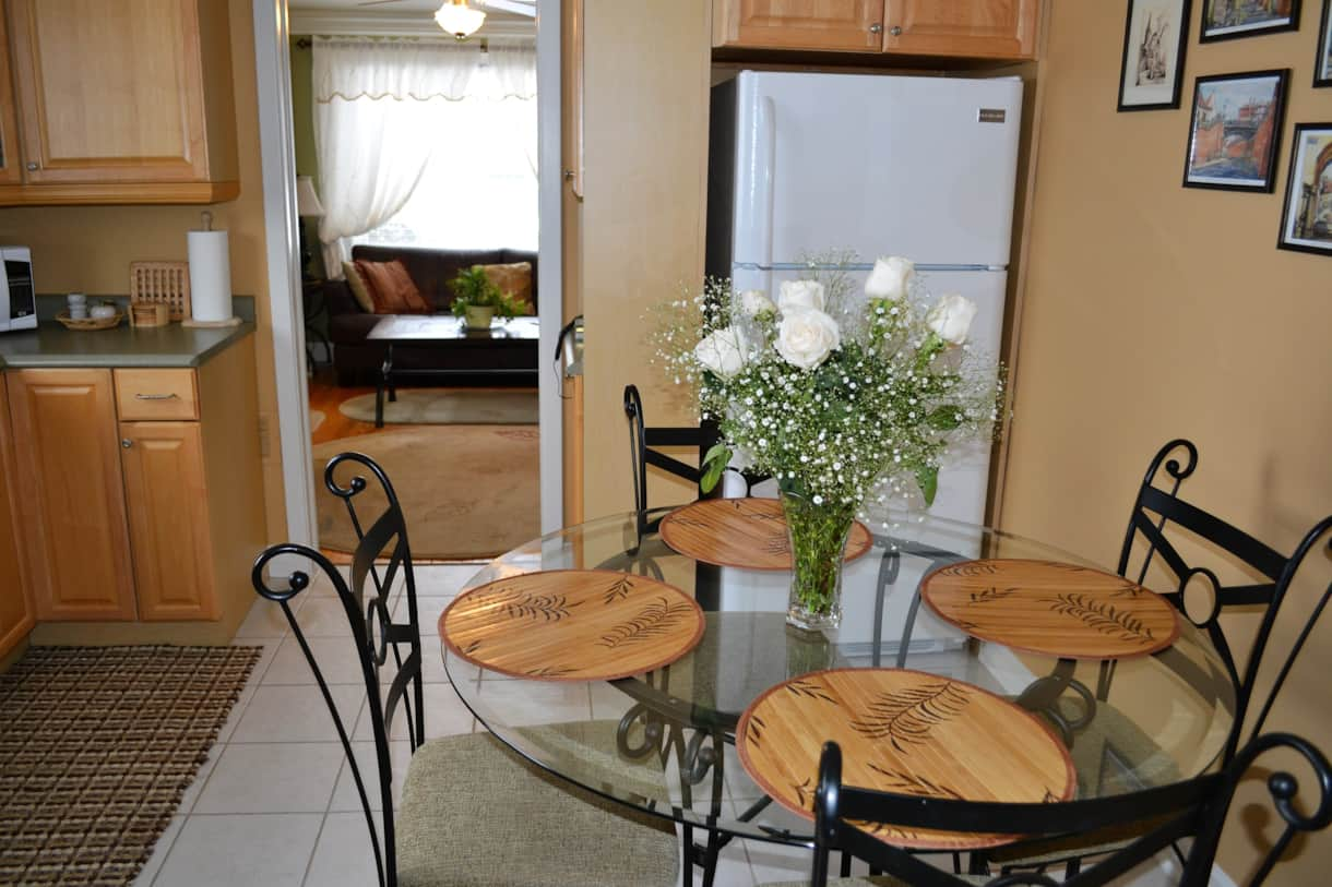 Williams Gate B&B Niagara-on- -the-Lake, Main Floor Suite - Kitchen