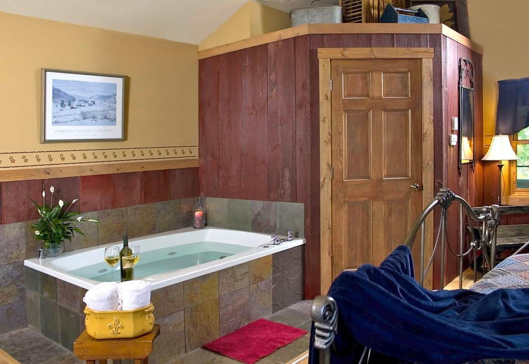 Huge spa jacuzzi hot tub King bed at Pine Grove Park Bed and Breakfast Guest House Romantic Getaway
